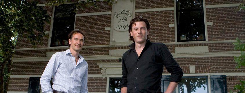 Donald en Joost voor het toenmalige kantoor in Eemnes (2008)